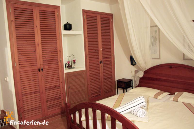 ibiza urlaub im ferienhaus am meer es cubells fincaferien finca. Black Bedroom Furniture Sets. Home Design Ideas