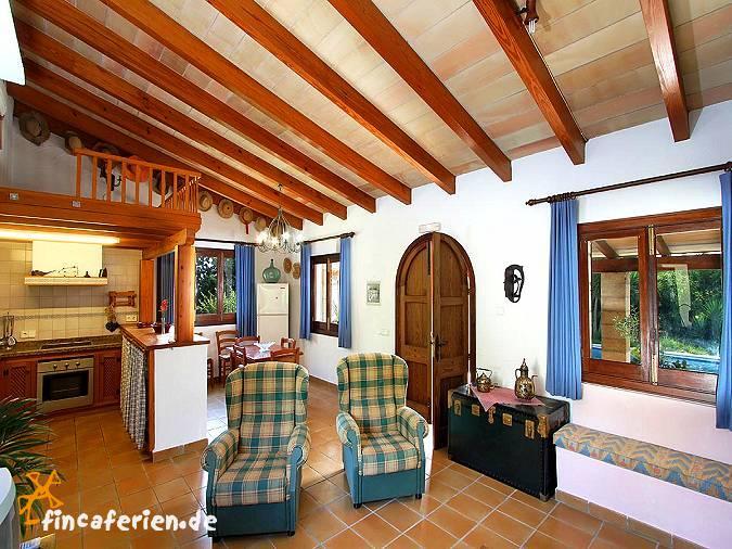 mallorca ferienhaus mit pool und garten bei pollenca fincaferien. Black Bedroom Furniture Sets. Home Design Ideas