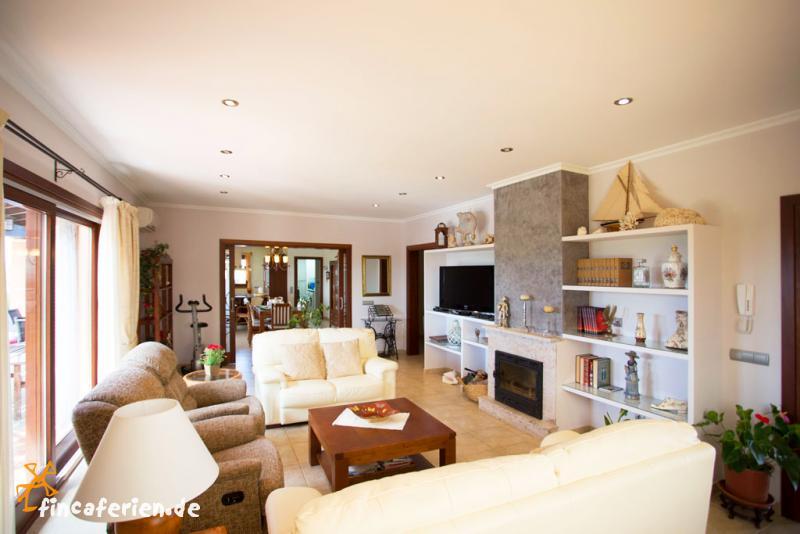 mallorca ferienhaus mit pool und klimaanlage strandnah can picafort fincaferien. Black Bedroom Furniture Sets. Home Design Ideas