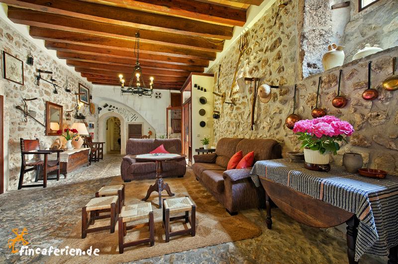 mallorca gruppenreise landhotel bei pollenca mit pool und zentralheizung fincaferien. Black Bedroom Furniture Sets. Home Design Ideas