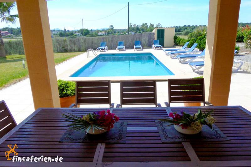 ferienhaus mit pool und klimaanlage can picafort fincaferien. Black Bedroom Furniture Sets. Home Design Ideas