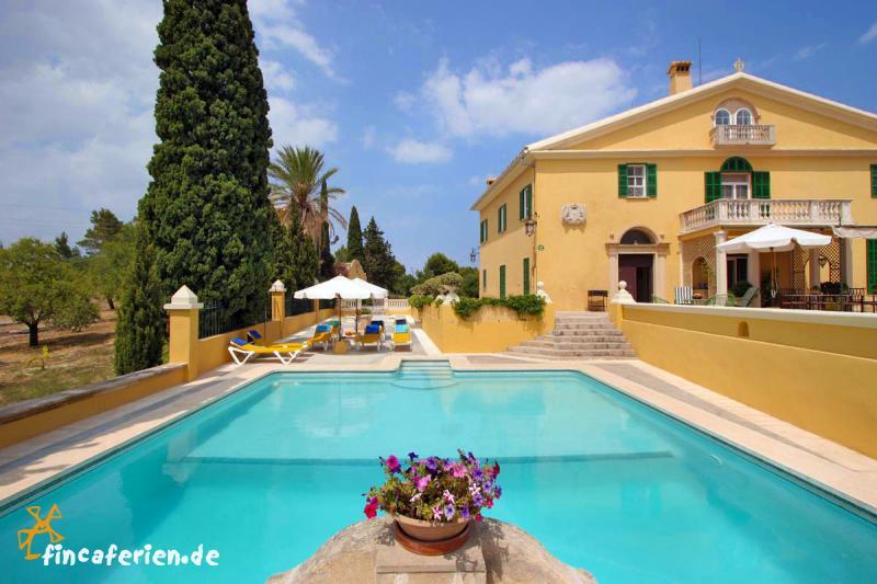 herrenhaus villa mit pool f r hochzeitsgesellschaften und geburtstage buchen fincaferien. Black Bedroom Furniture Sets. Home Design Ideas