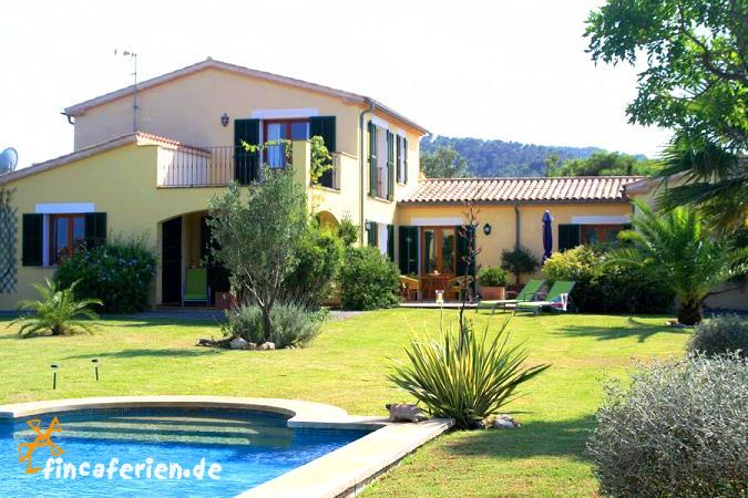 mallorca apartment mit pool und garten bei puerto pollenca fincaferien. Black Bedroom Furniture Sets. Home Design Ideas