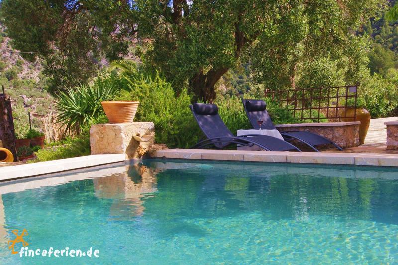 mallorca g nstige finca bei fornalutx mit pool. Black Bedroom Furniture Sets. Home Design Ideas