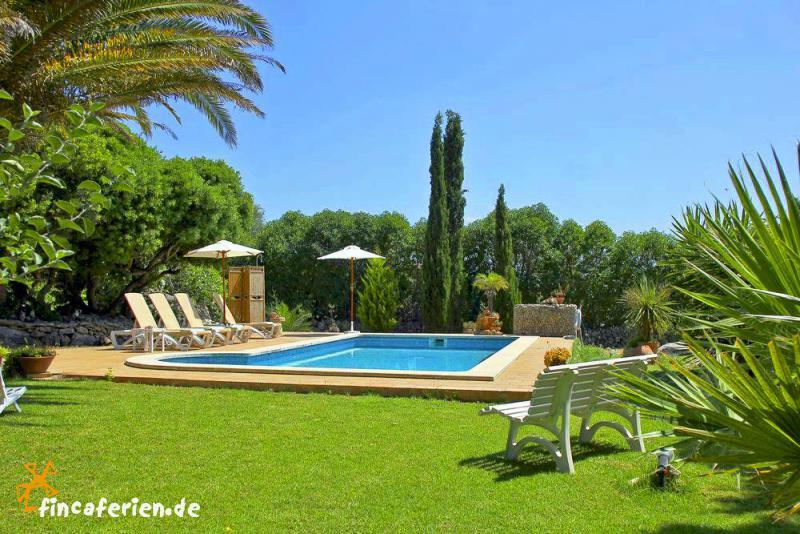 Menorca ferienhaus mit pool f r 8 personen for Garten pool wanne