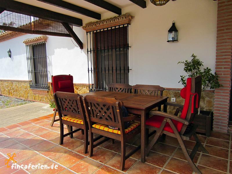ferienhaus mit pool in ruhige lage costa del sol fincaferien. Black Bedroom Furniture Sets. Home Design Ideas