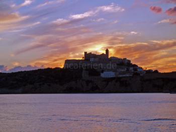 Ibiza-Stadt bei Sonnenuntergang