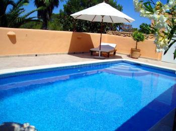 Pool und Sonnenterrasse