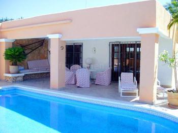 Ferienhaus mit Pool an der Cala Tarida