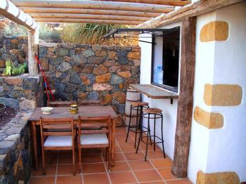 Terrasse und Tresen zur Küche