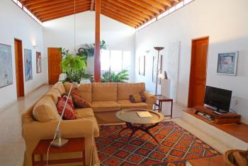 Wohnzimmer mit Sat-TV und Internet WLAN