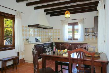 Küche mit Esstisch für 4 Personen