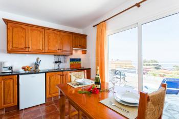 Offene Küche mit Essplatz (Wohnbeispiel)