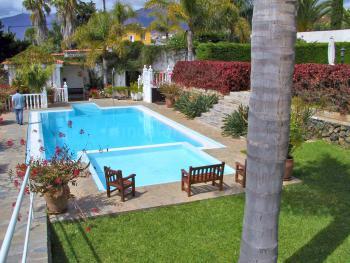 Schöne Gartenanlage mit Pool
