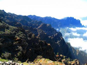Bizarre Landschaft über den Wolken