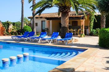 Finca mit Pool, Terrasse und Aussenküche