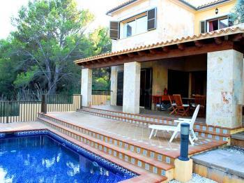 Strandnahe Villa mit Pool
