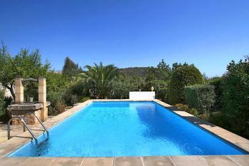 Pool mit Blick in den Garten