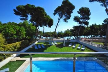 Ferienhaus mit Pool, Garten und Strandzugang
