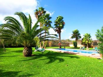 Finca mit Pool und Garten