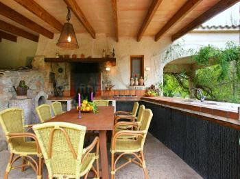 Außenküche mit Essplatz