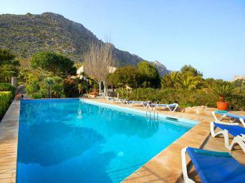 Finca mit Pool und Sonnenterrasse