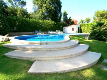 Garten und großer Pool