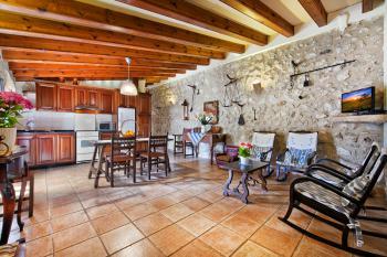 Wohnküche und privater Terrasse