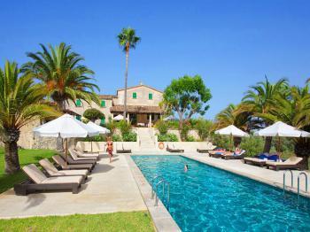 Gartenanlage und Pool