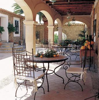 Schöne überdachte Terrasse