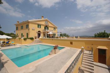 Herrenhaus-Villa mit Pool