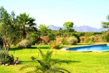 Apartment mit Pool und Garten