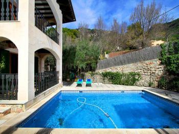 Ferienhaus mit Pool für 9 Personen