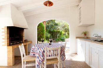 Außenküche mit Grill und Gasherd