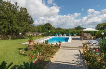 Pool, Terrasse und Garten