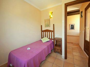 Schlafzimmer mit Einzelbett (Turmzimmer)