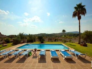 Ferienhaus mit Pool - alleinstehend