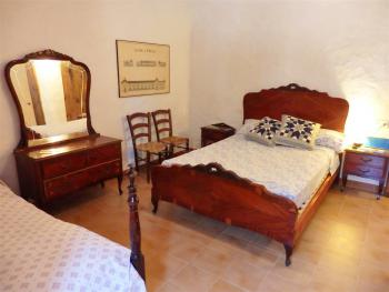 Schlafzimmer - antik möbliert