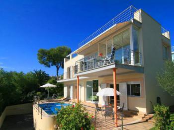 Ferienhaus mit Pool in Alcanda