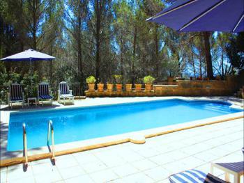 Pool mit Sonnenterrassen