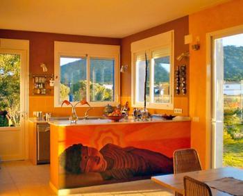 Integrierte Küche und Ausgang zur Terrasse