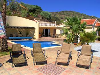 Ferienvilla mit Pool und Meerblick