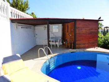 Kleines Ferienhaus mit Pool