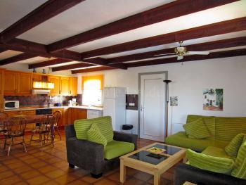 Wohnzimmer und offene Küche