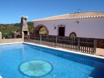 Ferienhaus mit umzäunten Pool