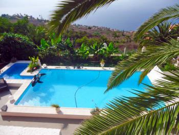 Apartment mit Pool und Meerblick