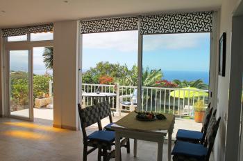 Essplatz und Zugang zur sonnigen Terrasse