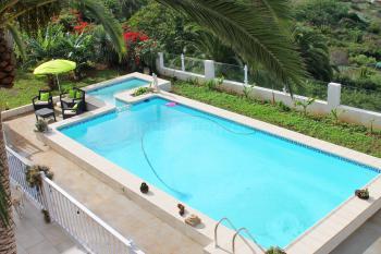 Beheizbarer Pool und Terrasse