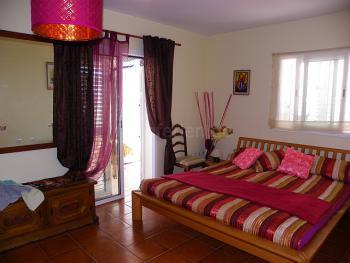 Großes Schlafzimmer mit